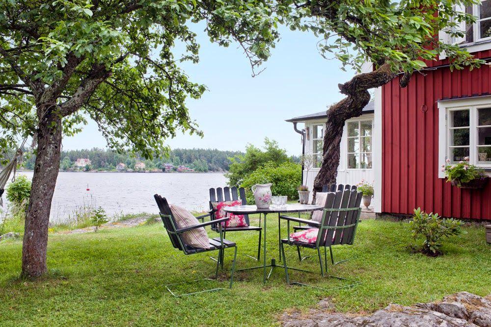 Keltainen talo rannalla: Koteja ja huonekaluja