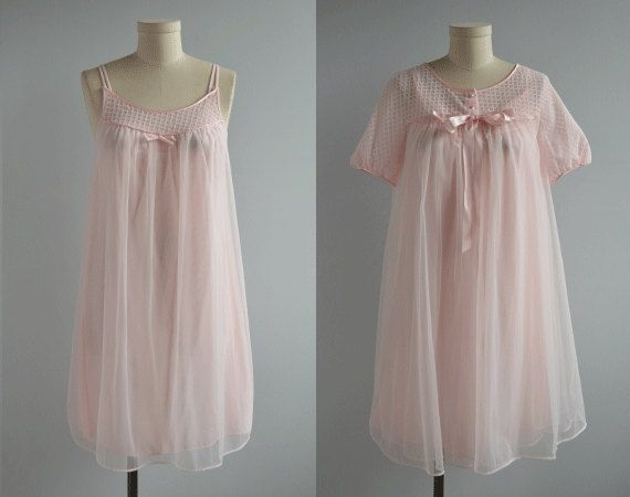 8c87419c01 Vintage 1960s Lingerie   60s Pale Pink Baby Doll Negligee Set Nightgown  Peignoir Set with Lace and Satin Bows