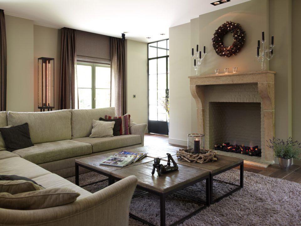 Modern landelijk interieur met open haard woonkamer for Interieur ideeen living