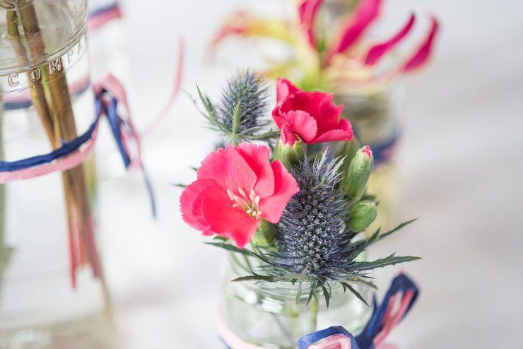 Tischdeko Hochzeit Disteln Pink Blau Myworkweddings Photography