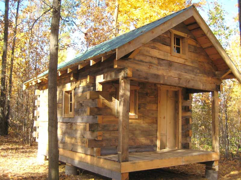 Build A Log Cabin Without Spending A Fortune Small Log Cabin Rustic Cabin Little Cabin