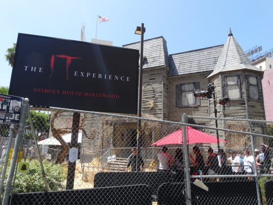 """VIDEO - """"IT"""" Experience brings creepy haunted house to Hollywood ..."""