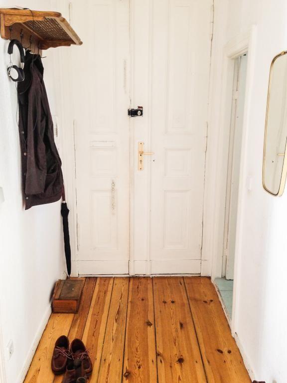 Altbauflur Wie Aus Dem Bilderbuch: Helle Türen, Dunkle Dielen. #corridor # Flur