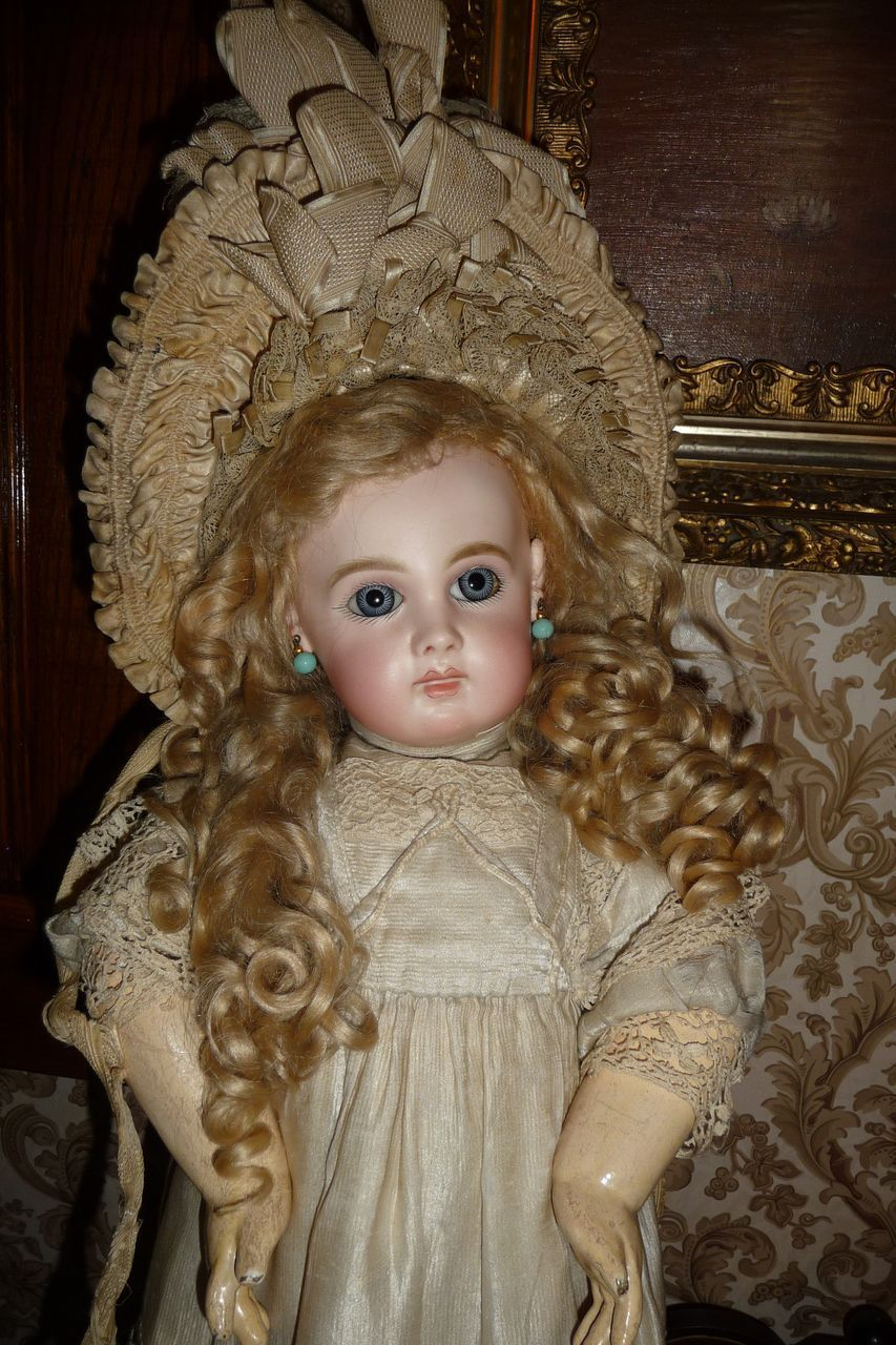 72007ad13 LOVE this doll! Trish has the best! Best antique silk french doll ...