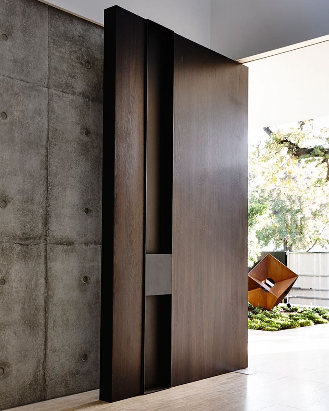 The Grand Entrance Of Kooyong House Designed By Workroom Design Built By Agushipl Photographed Door Design Modern Main Door Design Entrance Door Design