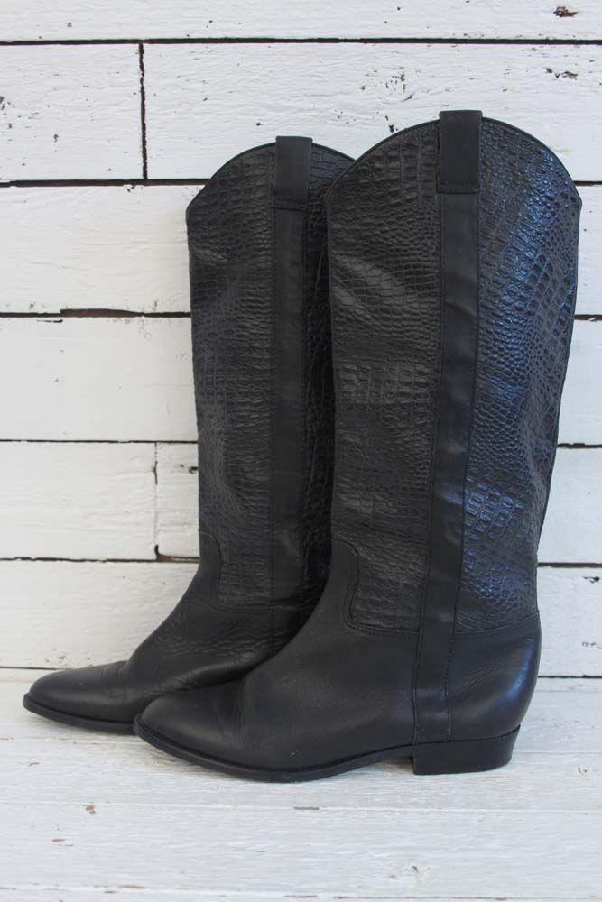 simpel, maar mooi! Deze zwarte vintage laarzen passen bij elke outfit! www.sugarsugar.nl