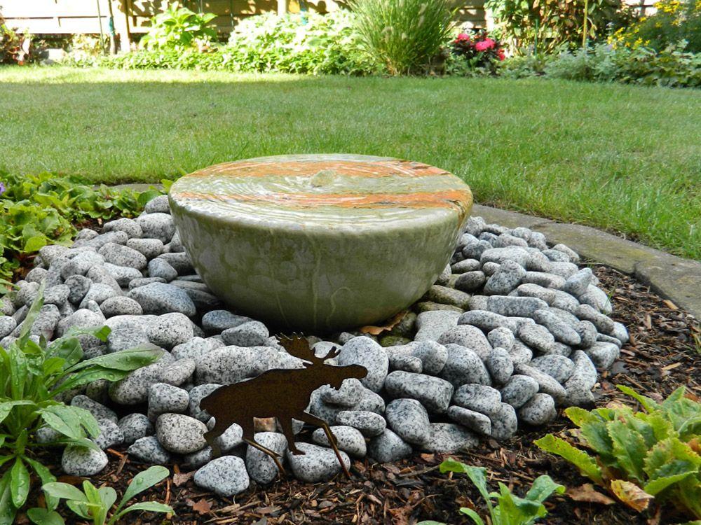 Wasserschale Mit Kleinem Wasserauslauf In Einem Offenen