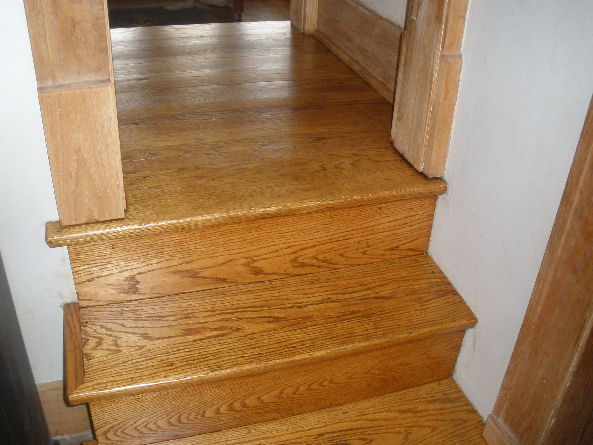 Best Red Oak Split Stair Landing Stained With Golden Oak And 400 x 300