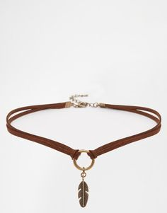 Keep it short to make a leather choker                                                                                                                                                      Más