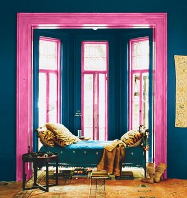 Decoraci n en azul y rosa pintar salon sofas naranjas for Decoracion para pared fucsia
