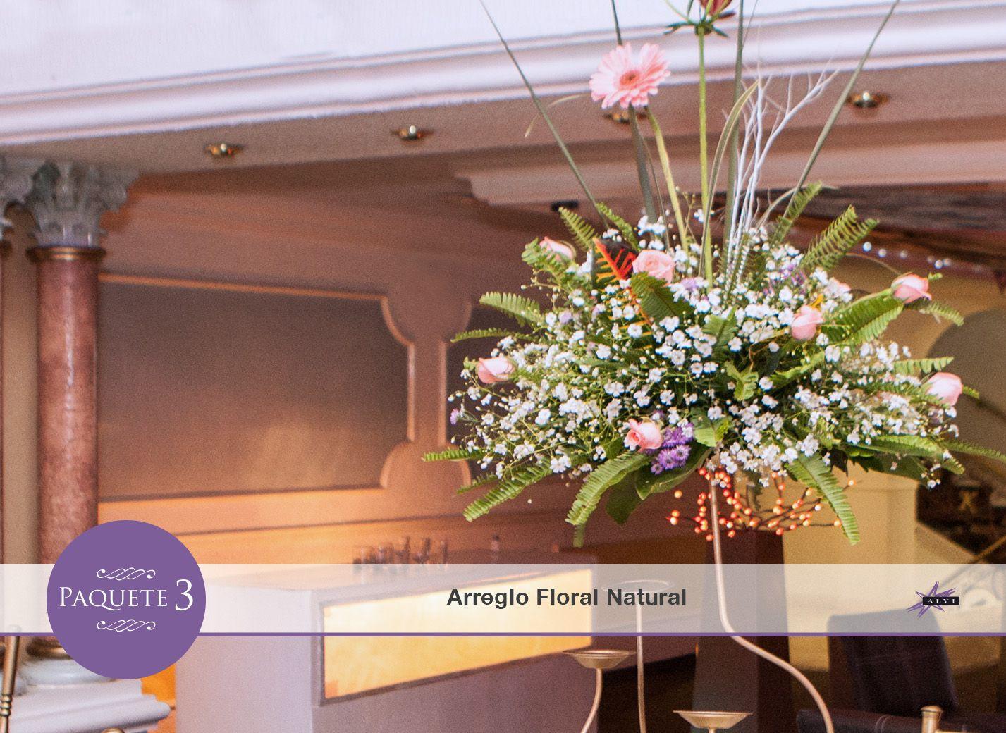 Arreglo con flores naturales en cada mesa para decorar a - Arreglos de flores artificiales ...