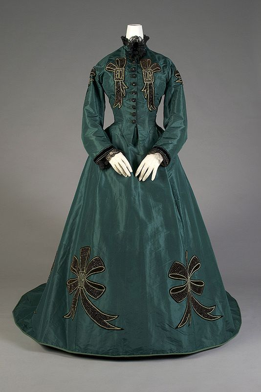 1860s silk taffetta dress image via kent state museum