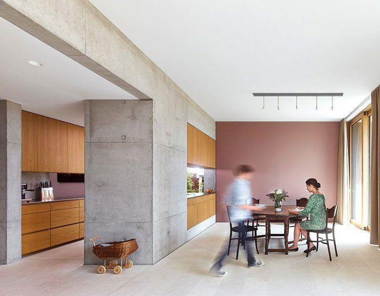 Moderne Küche Mit Holz, Sichtbeton Und Malve   Wandfarben In Der Küche 2    [SCHÖNER WOHNEN]