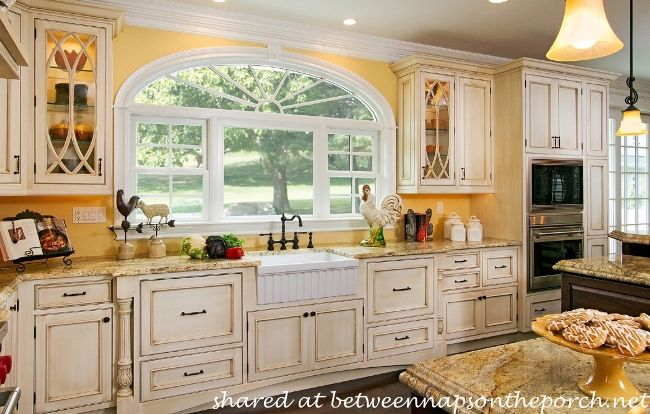10 Dream Kitchens Cottage French Country And Traditional At Its Best Traditional Cabinets And Sinks