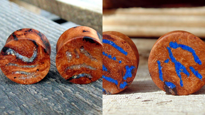 "Pair Crushed Turquoise Stone Set In Organic Wood Saddle Ear Plugs Fr 2G ~ 1/"""