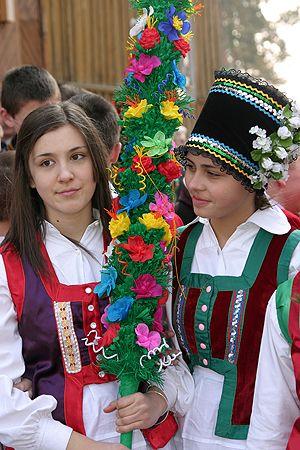 Palm Sunday In Poland Domingo De Pascua En Polonia Lbk Easter In Poland Polish Folk Art Costumes Around The World
