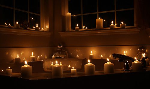 Big candles for the bath, and a bath with sides to put them on