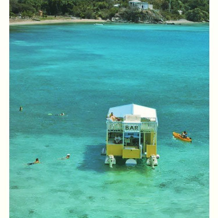 Floating bar! #funinthesun #bvi #bviyacht #sailing #boating #travel #yacht #yachts #yachting #yachtlife #paradise #islandlife #islandvibe #floatingbar