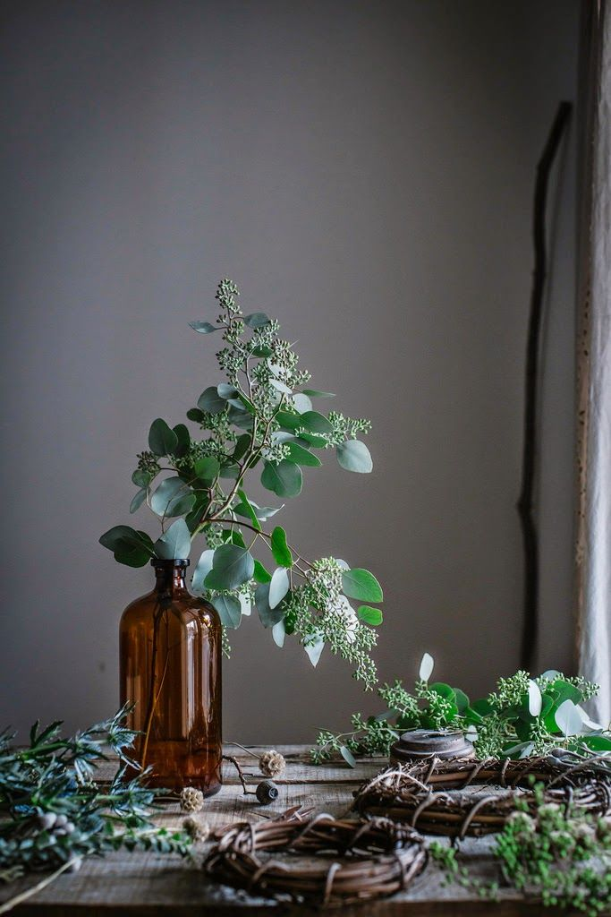 couronnes et branche d 39 eucalyptus local milk via nat et nature jardins et fleurs pinterest. Black Bedroom Furniture Sets. Home Design Ideas