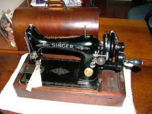 1911 Singer 99 Hand Crank Sewing Machine