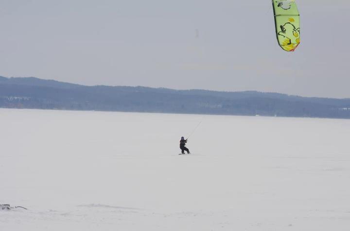 Snowkiting on Lake Leelanau (Michigan)