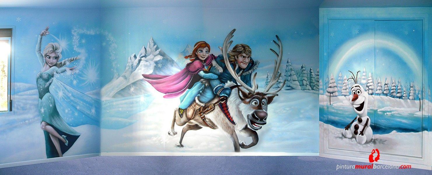 Habitación infantil pintada con un mural de FROZEN, El Reino del Hielo con los personajes Elsa, Anna, Olaf, Kristoff y Sven.  En la habitación había un armario empotrado, el cual se pintaron las puertas correderas con un lago congelado y árboles con nieve y el muñeco de nieve Olaf sentado en la nieve.  Mural pintado a mano con aerosoles (sprays), con una técnica de baja presión y definición en detalles.