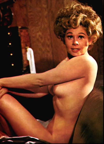 pamela anderson pregnant naked