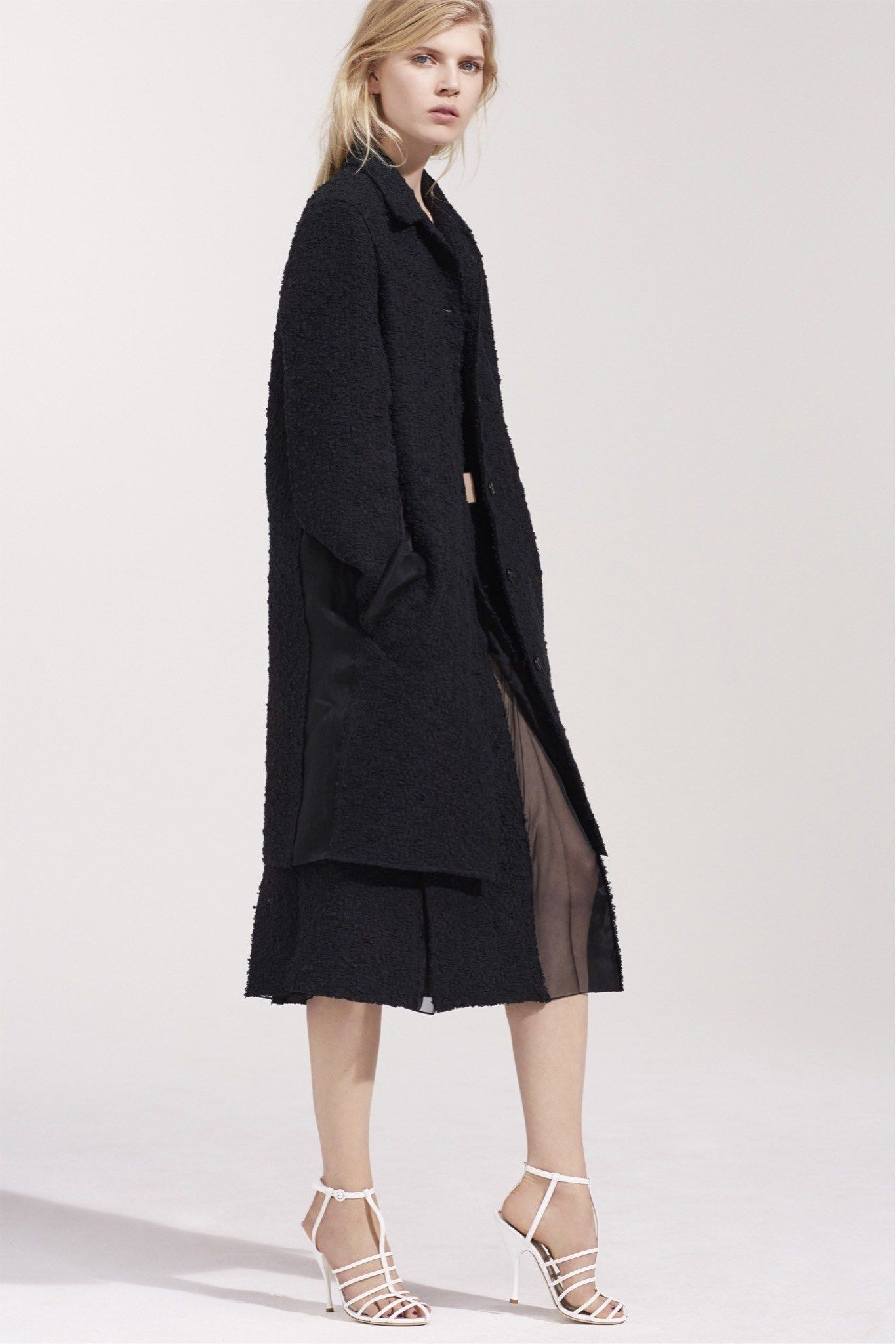 See the complete Nina Ricci Resort 2016 collection.