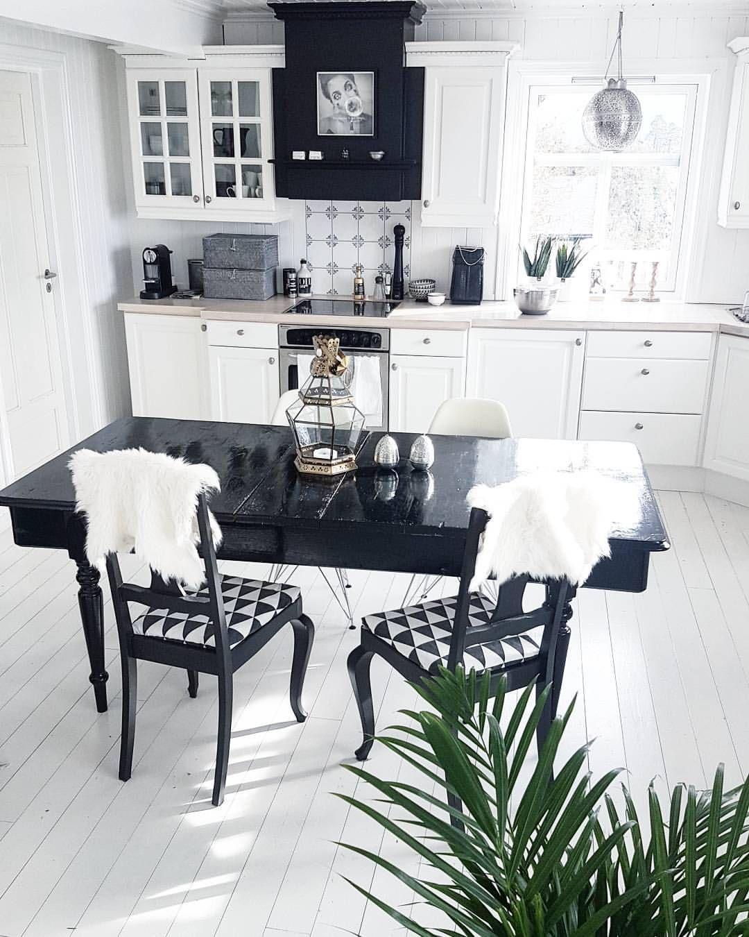 """268 likerklikk, 9 kommentarer – Elin Parr (@elin_parr) på Instagram: """"Dust everywhere, still painting. But I guess it's all worth it? 🖤 #draumesidene #kitchen"""""""