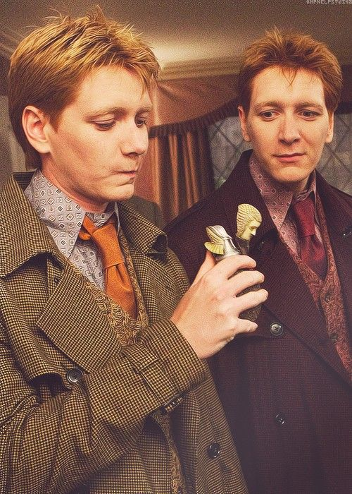 Fred and George getting ready to become Harry Potter. The Deathly Hollows, HP 7,part 1.