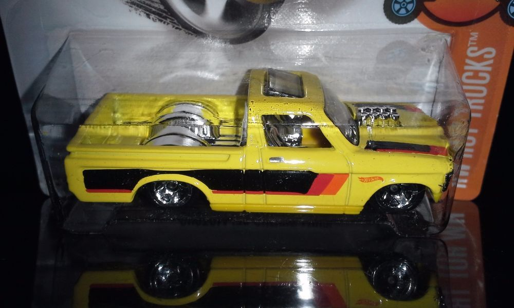 Hot Wheels 2016 Hot Trucks 8 10 Custom 72 Chevy Luv Yellow