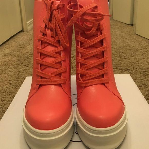 Steve Madden wedge sneaker Never worn. Fuchsia color Steve Madden Shoes Wedges