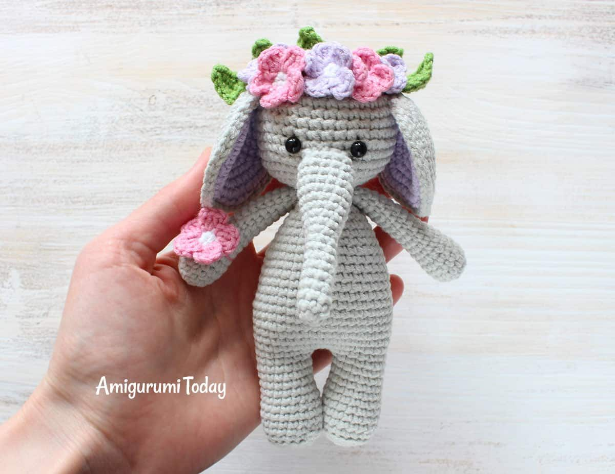Pink crochet elephant pattern - Amigurumi Today | 926x1200