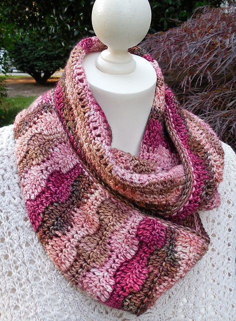 Turn and Wave Infinity Cowl Crochet Pattern | Cuellos tejidos ...