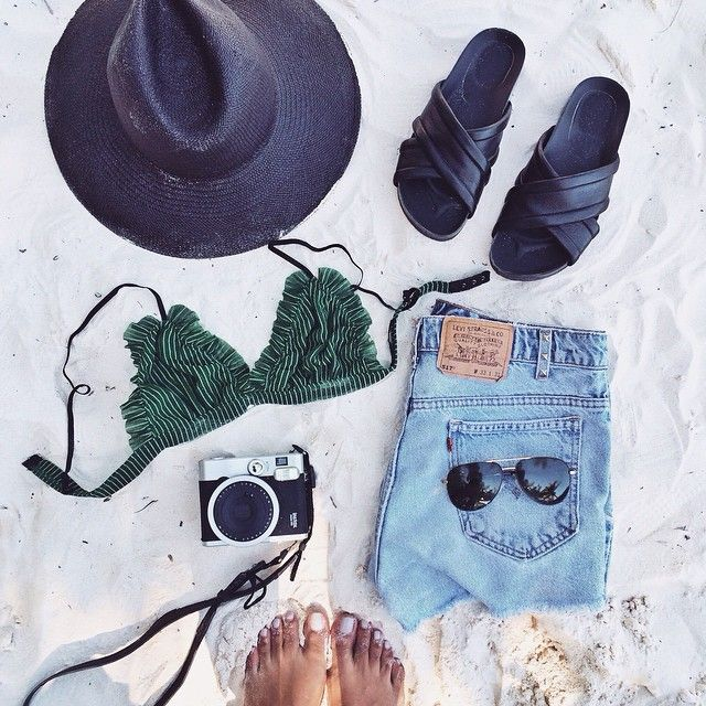 Essentials; favorite new Vince sandals from @revolveclothing #revolveme  / 2.8.15
