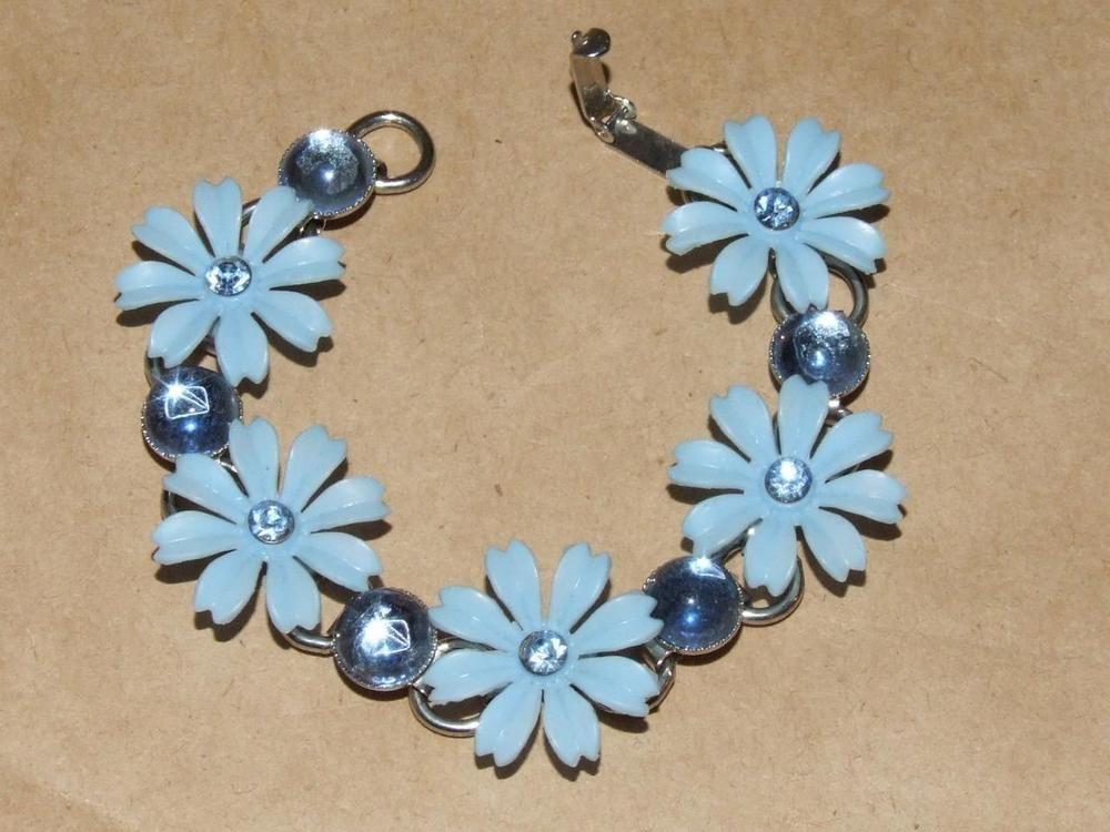"Vintage 60s Blue Glass Soft Plastic Rhinestone Daisy Flower Link Bracelet 6.75"""