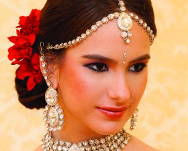 Mehndi Bridal With Matha Patti : The one strand kundan matha patti is perhaps of most