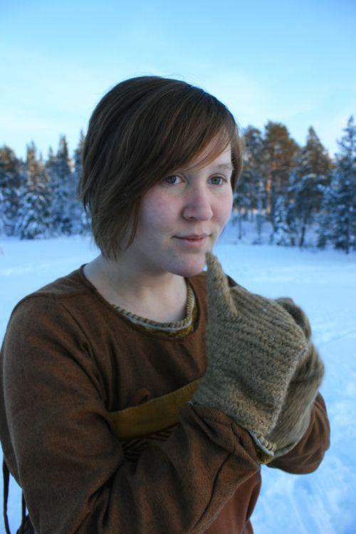 Tonje Årolilja Rogersdatter - - Vikinghåndverk og vikingliv -
