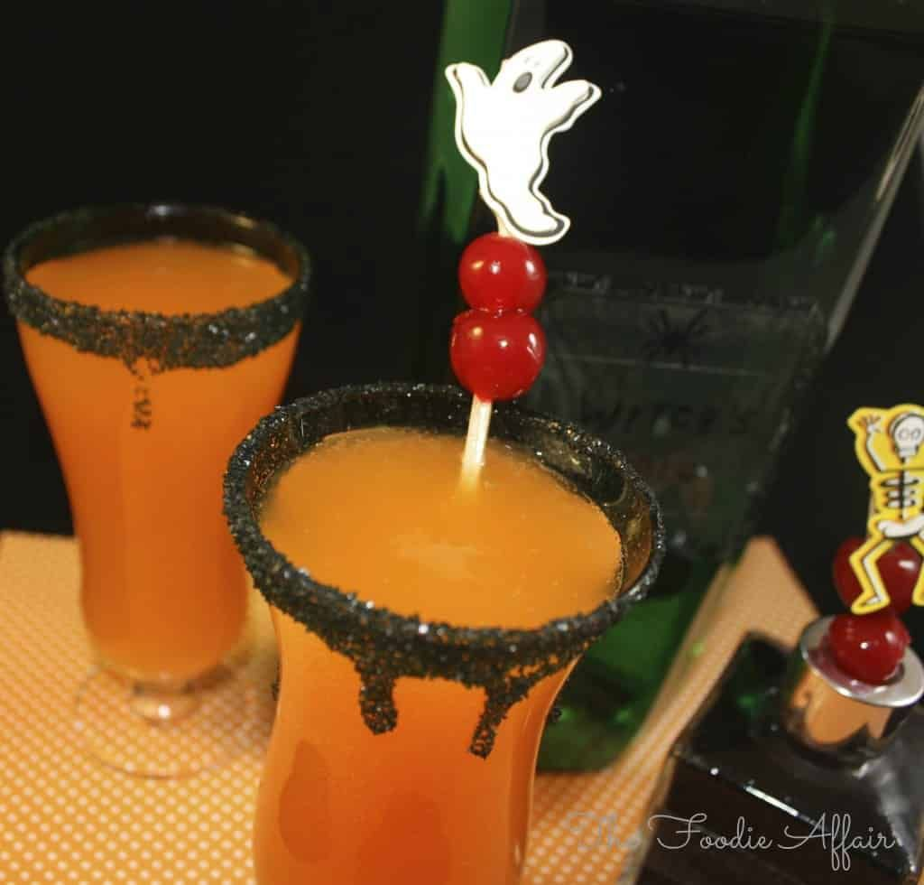 i mixed up a simple hocus pocus halloween cocktail for you are you getting in the halloween spirit do you have little ones that will be trick or treating