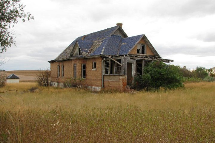THE 50 STRANGEST ABANDONED PLACES BY STATE 34. North Dakota - Thelen Thelen is the true definition of a ghost town. The buildings are all becoming dilapidated, and you can hardly tell that people even lived in some of these places at one time. Seeing how it's pretty much in the middle of nowhere, it will slowly be taken back by the land it was built upon.