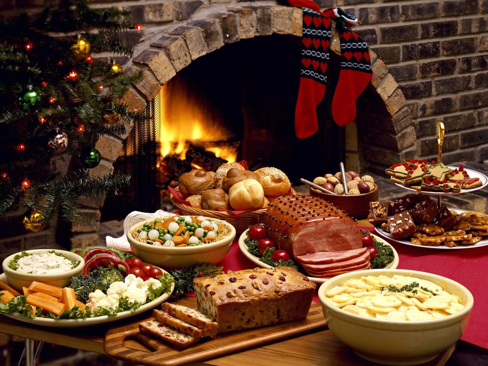 Christmas Table Buffet Christmas Dishes Christmas Tableware Christmas Party Food