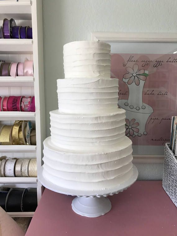 Make your wedding day stress free with a fake wedding cake
