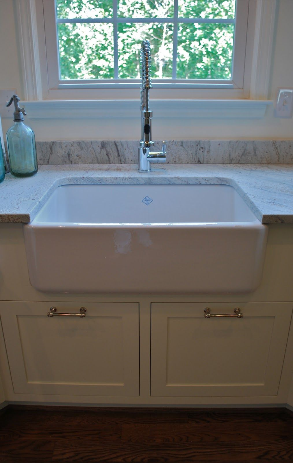Old fashioned farm sink Farmhouse sink vanity, Kitchen