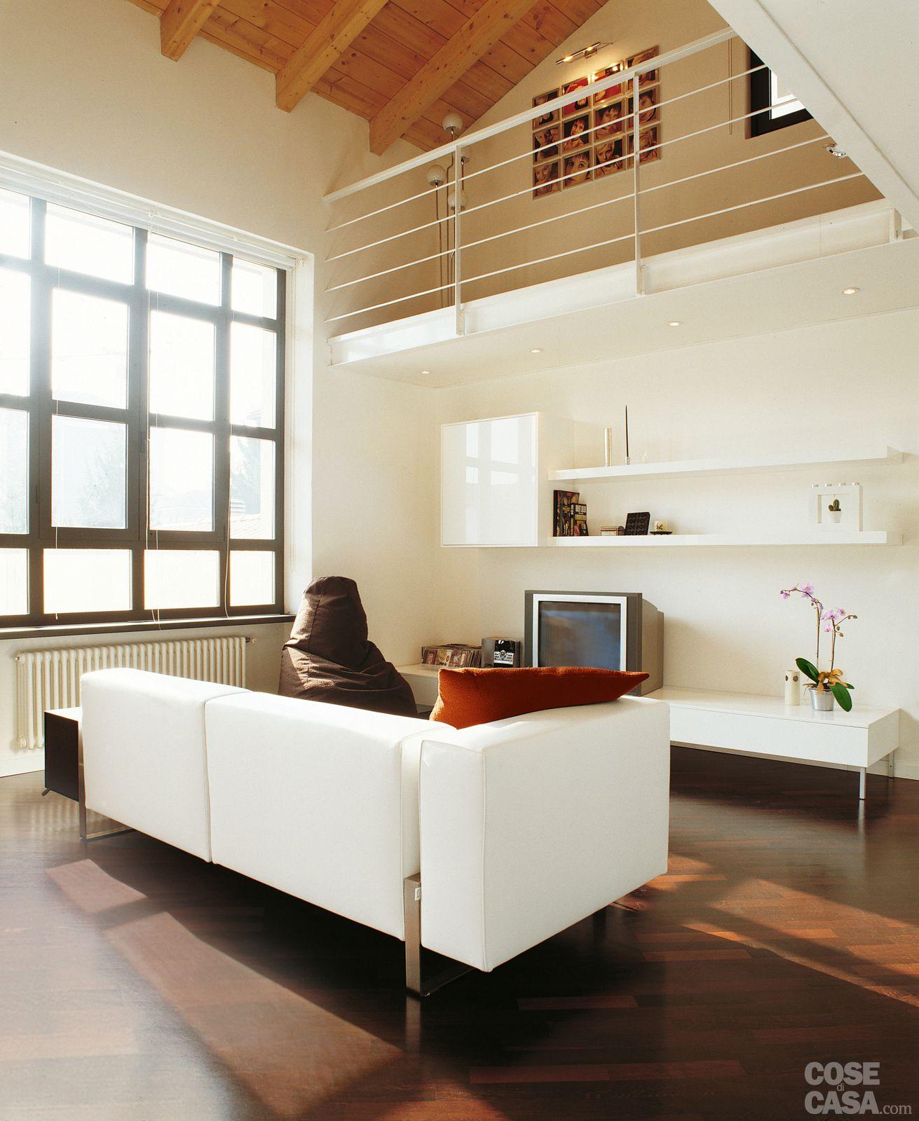 Una casa a doppia altezza con soppalco di 70 mq soppalco for Piccole planimetrie della casa con soppalco