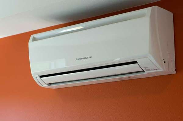 Mitsubishi Air Conditioners Wall Unit Before You Call A Ac Repair Man Visit My Blog Fo Ductless Air Conditioner Wall Air Conditioner Mitsubishi Air Conditioner