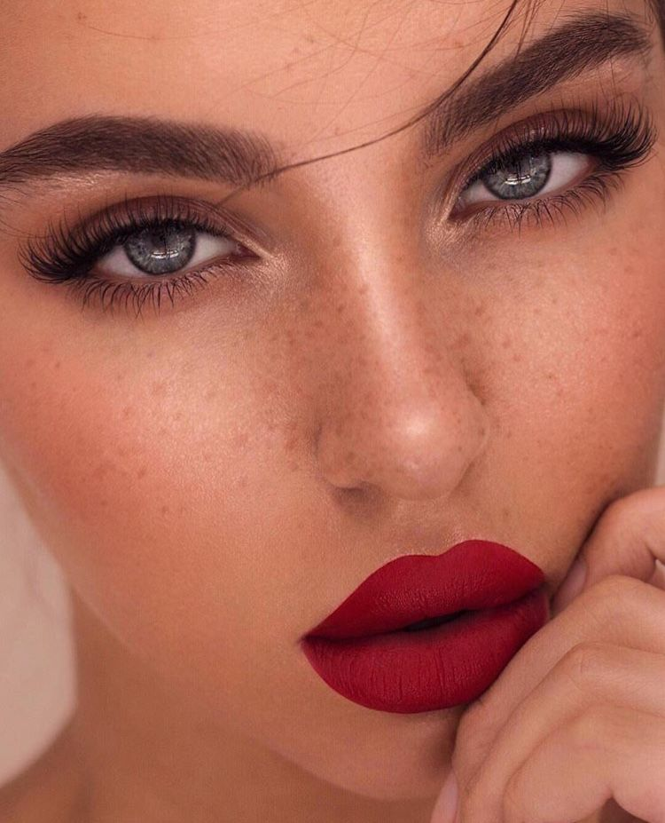 Makeup Inspo Red Lips Full Lashes Neutral Eyeshadow Makeup