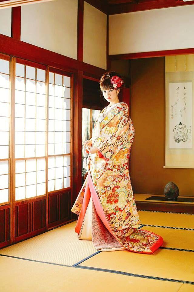 【*日本の伝統美*】 日本人なら1度は着てみたい、本格和装! 和婚に憧れる方も多いはず♡ 美しい和柄に惚れ惚れしますね✨ 出典:株式会社まきやす