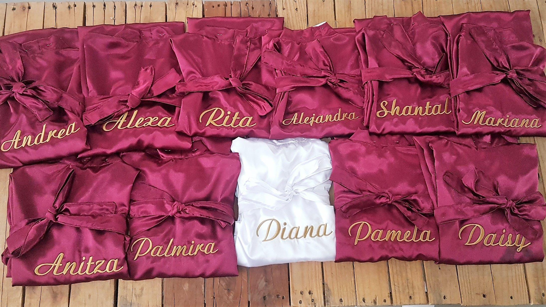 El #equipo de la novia esta completo #colorvino #sweetflats | Batas ...