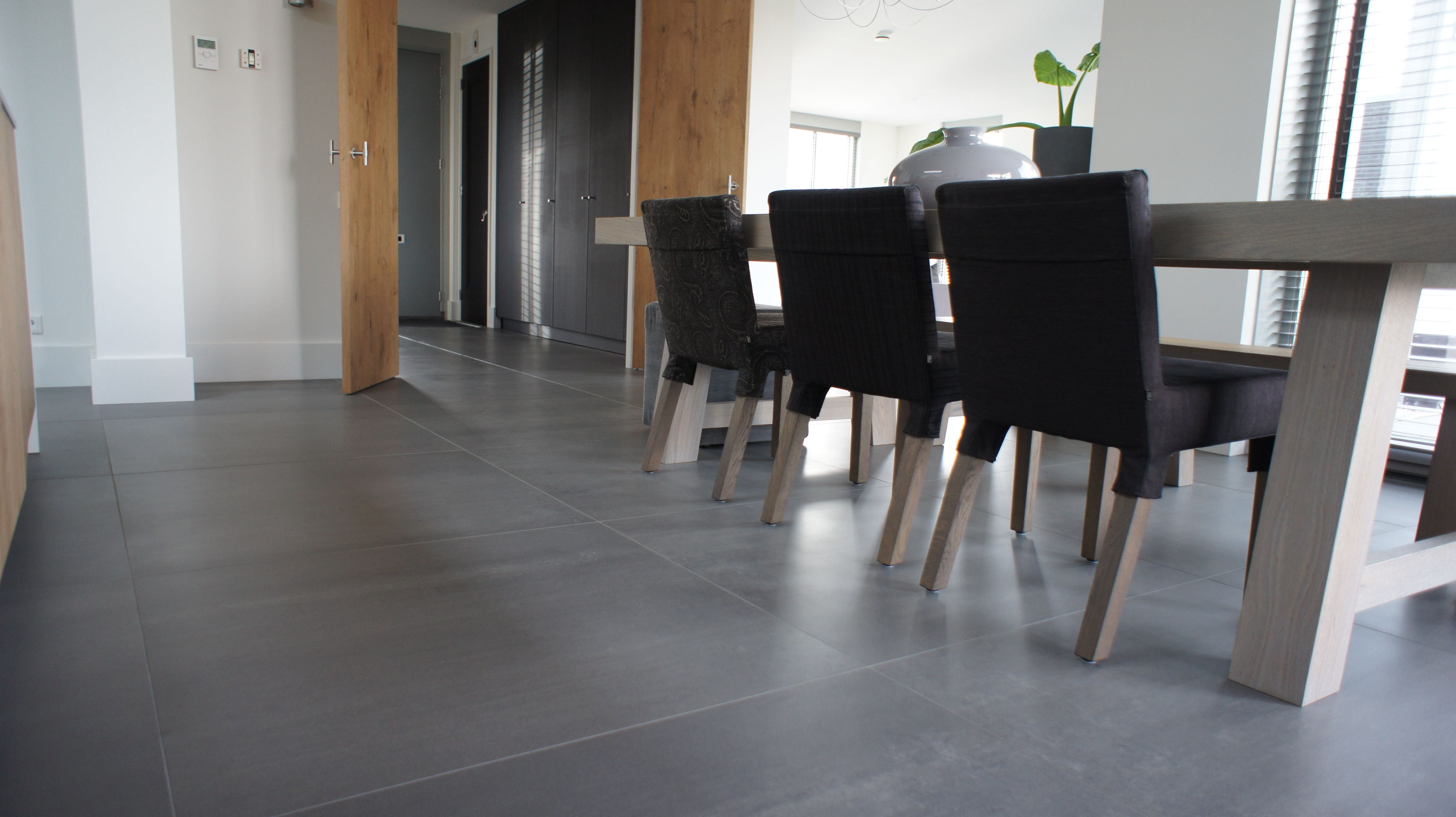 tegelvloer betonlook antraciet 100 x 100 cm idee n. Black Bedroom Furniture Sets. Home Design Ideas