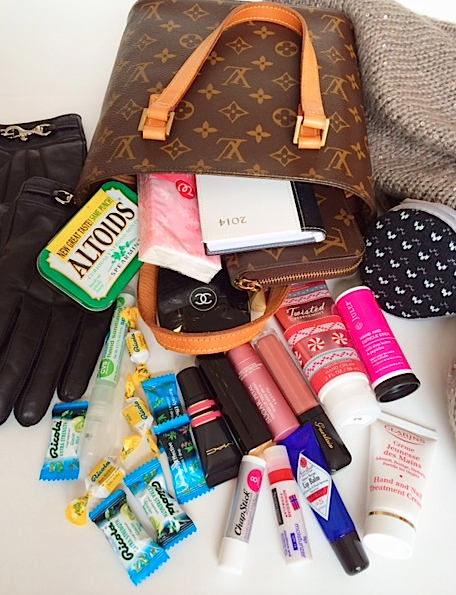 5808b265a6e5a8 What's in my purse for winter + a giveaway! Click thru to enter!  (sponsored) #swissherbs